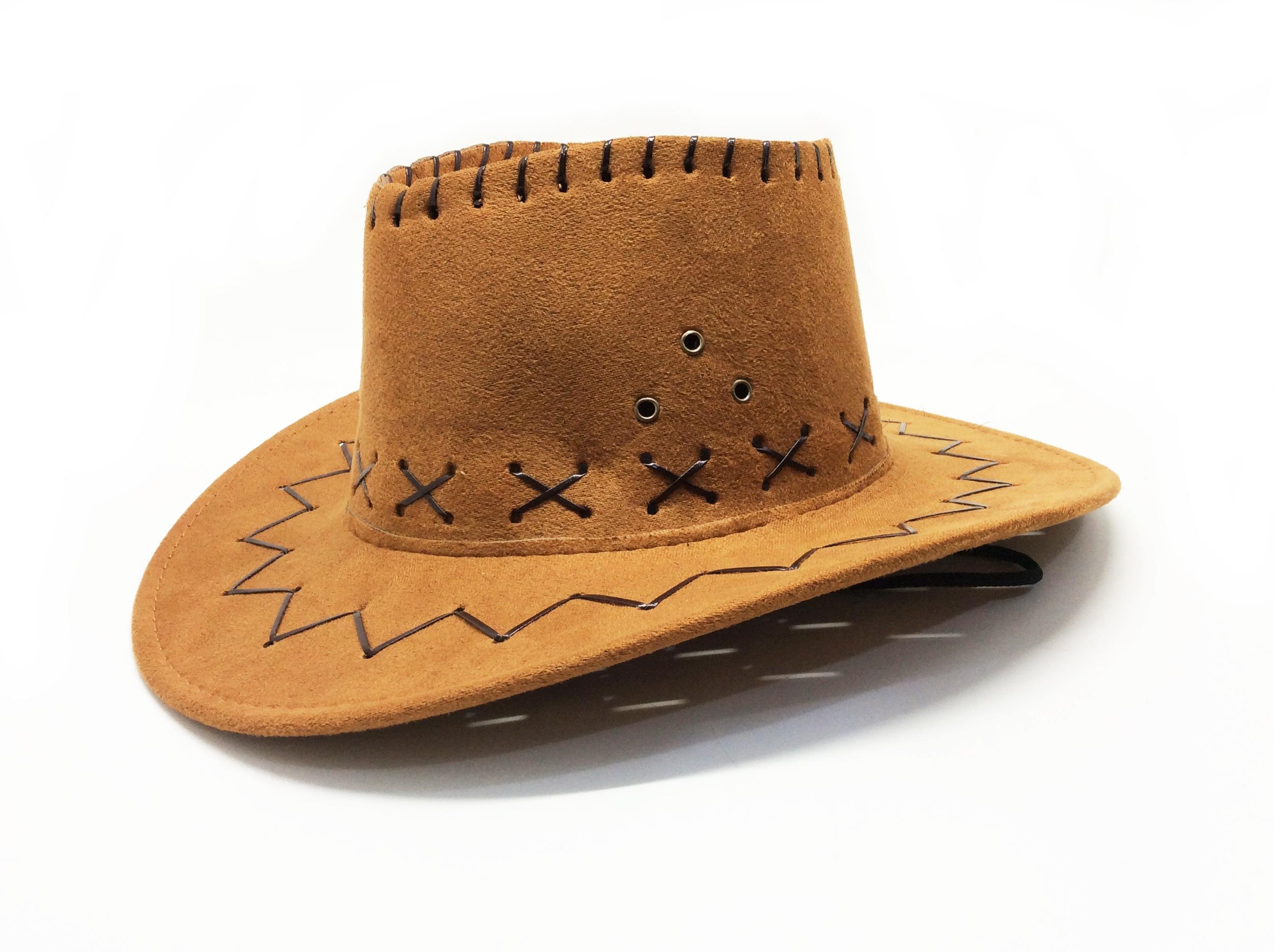CHAPÉU DE COWBOY COM TIRAS DE TECIDO